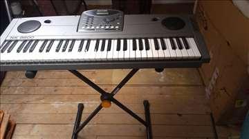 Prodaje se sintisajzer Bontempi Leonardo NK8200
