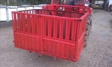 Prodajem traktorsku korpu
