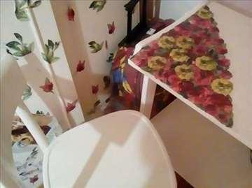 Starinski sto i stolice bele boje sa dekupažom