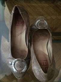 Cipele UMe