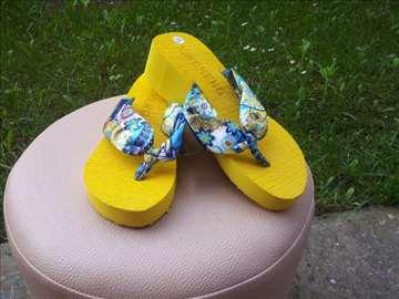 Žute papuče Japanke