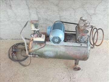 Trofazni kompresor dvoklipni-stara Jugoslavija