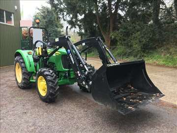 Traktor John Deere 555E