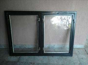 Metalni prozor sa dva krila