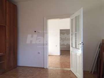 Kuća 60m2 + bašta 150 m2 + parking