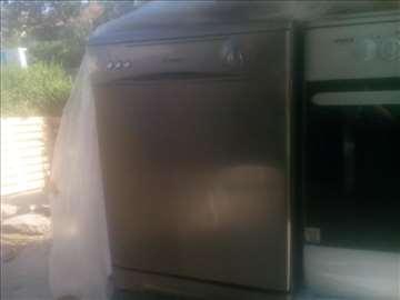 Mašina za pranje sudova Candy