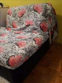 Prodajem krevet na razvlacenje, u dobrom stanju