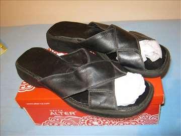 Jednostavne kožne papuče