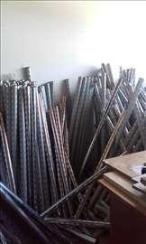 Metalni stupovi za dućan.