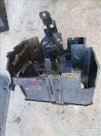 Fiat Stilo nosač akumulatora. Poklopac akumulatora