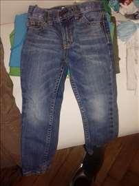 Pantalone od 3 do 4 godine