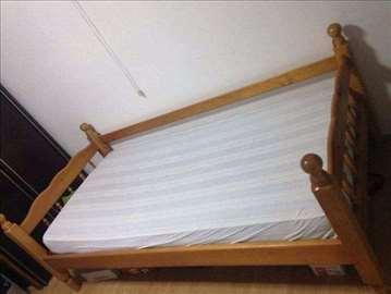 Drveni krevet sa dušekom