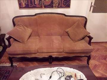 Trosed, dve fotelje i sto