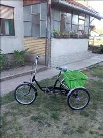 Praktičan tricikl ručne izrade