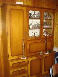 Trpezarijska vitrina i komoda