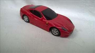 Na daljinski Burago Ferrari California,1:36