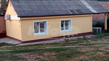 Izdajem kuću Višnjička banja 36 m2+terasa+parking