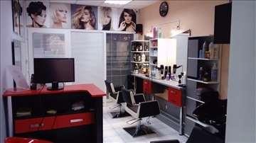 Kompletan frizerski salon hitno