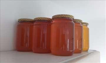 Prodajem med