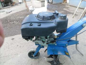 Kopačica sa benzinskim motorom