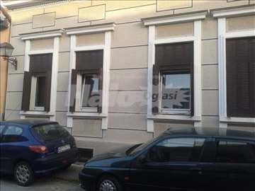 Kuća,240m2,centar Novog Sada,plaćanje godinu unapr
