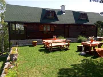 Drvena vikend kuća