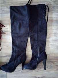 Crne dugačke čizme