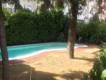 Luksuzna vila sa bazenom i divnim dvoristem,NOVO U