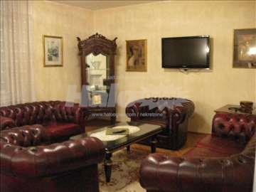 Trosoban stan u Krunskoj