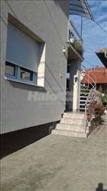Izdajem namešten stan u okviru kuće, 60 m2, VPR