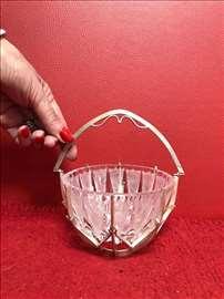 Kristalna cinija optocena srebrnom korpom