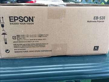 Prodajem projektor Epson EB S31