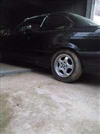 BMW 318 is 16 v