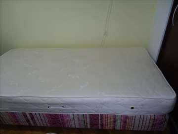 Krevet sa dušekom u odličnom stanju