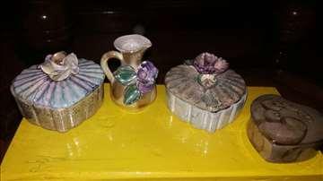 3 cinije i vaza