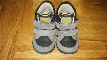 Očuvane duboke cipele br 24-25