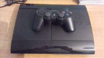 PS3 Super Slim 500GB + 3 igrice kao nov