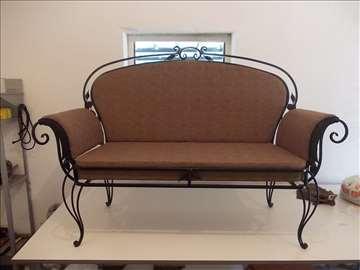 Tapacirana sofa od kovanog gvozdja (2)