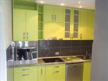 Funkcionalne kuhinje veselih boja