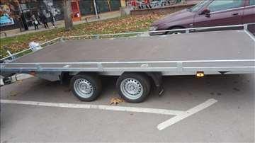 Iznajmljivanje auto prikolice sa ceradom ili bez