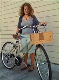 Korpa za bicikl od drvenog vinskog sanduka