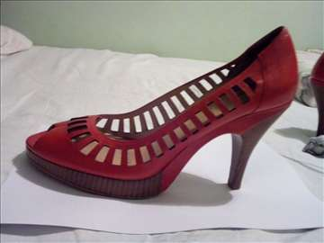 Ekstravagantne crvene italijanske cipele