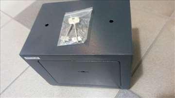 Mehanički sef sa dva ključa