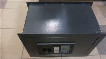 Ugradni elektronski sef