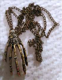 Šaka kostura - ogrlica od mesinga