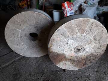 Vodeničko kamenje, oba kamena