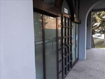Prodajem lokal u Lucanima 124 m2  Cena dogovor