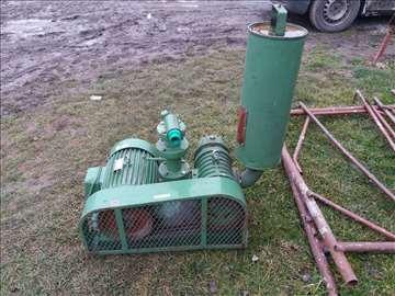 Na prodaju vakuum pumpa