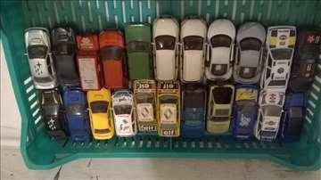 Burago autici Audi,Ford,Reno,Land Rover,Subaru1:43