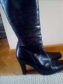 Kozmetika crne cizme sa prirodnim krznom